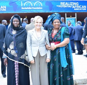 Judith Rodin with delegates at the African Agriculture convening.
