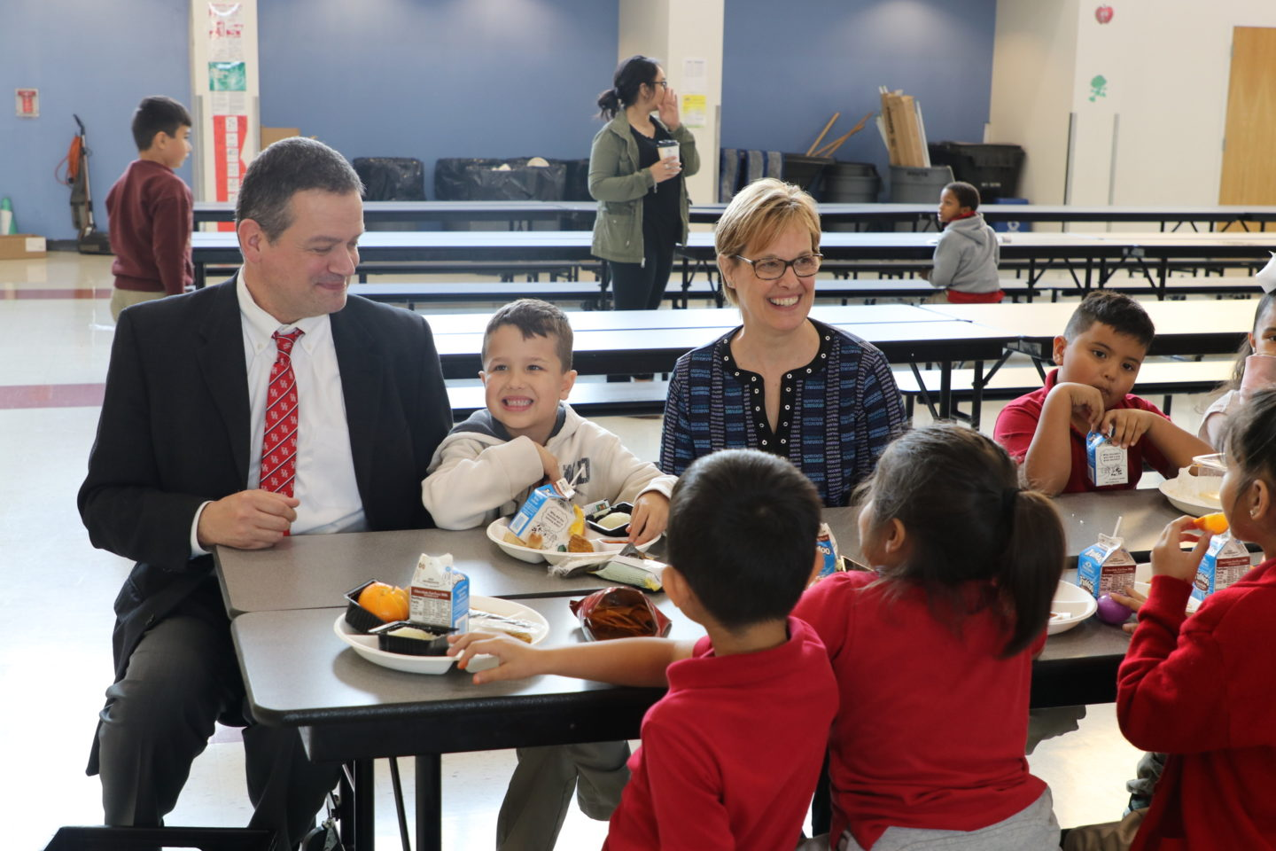 Michael Rosenberger, Urban School Food Alliance chairman, (left) and Katie Wilson, Urban School Food Alliance executive director, (right) join students for lunch at Felix G. Botello Elementary School in Dallas