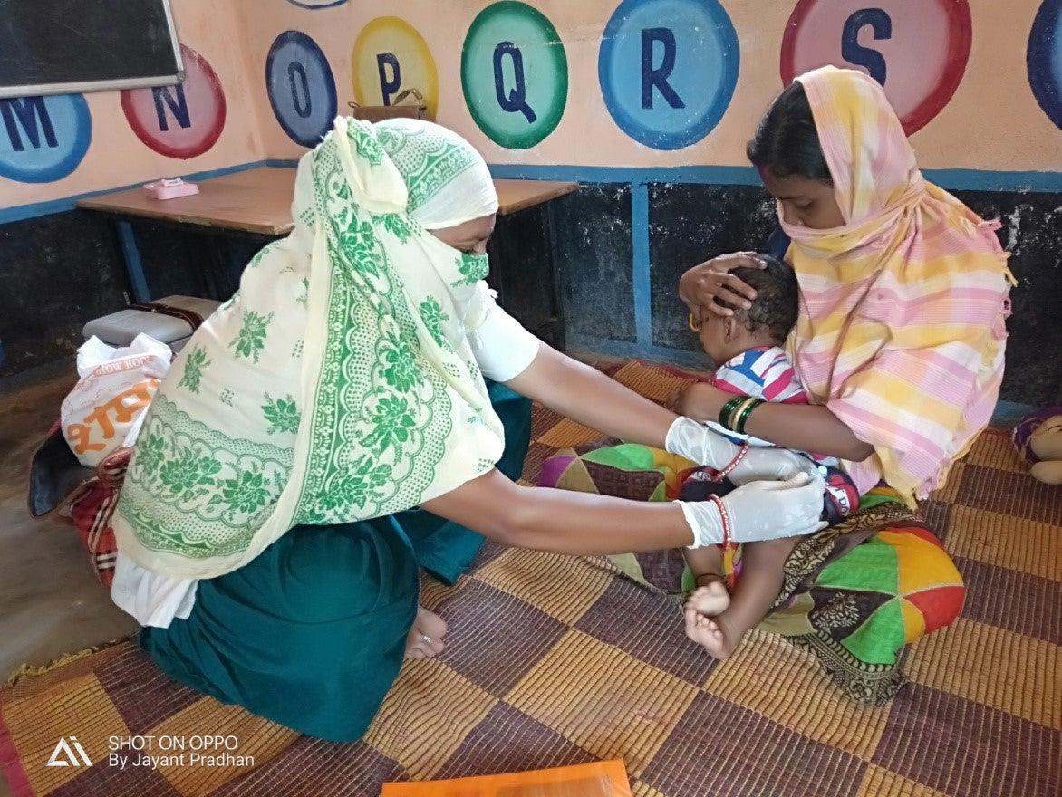 UNICEF India child getting vaccine